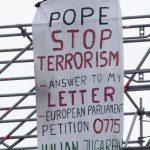 Protestul unui roman la Vatican