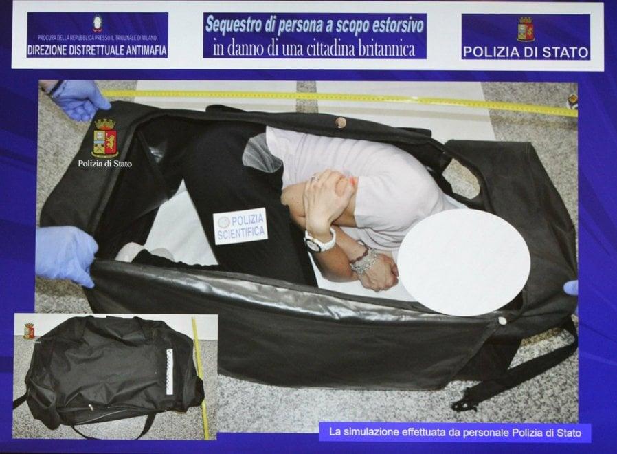 Victima a fost injectata cu un drog, incatusata si legata la picioare. Pe gura i-au pus o banda de lipit si bagata intr-o valiza..