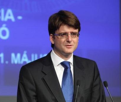 Ziarele concurente il numesc pe Alexander Adamescu ca inculpatul Bogdan Alexander Adamescu, chiar daca nu a fost judecat oficial. DNA si Laura Codruța Kövesi afirma ca el este vinovat.