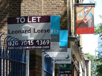 In Londra, preţurile la chirii sunt exorbitante, majoritatea romanilor prefera sa locuiasca la ''comun''