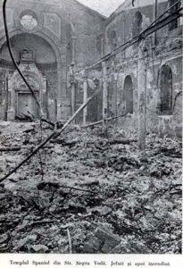 Sinagoga sefardă din București devastată și incendiată în timpul rebeliunii legionare, la 21 ianuarie 1941.