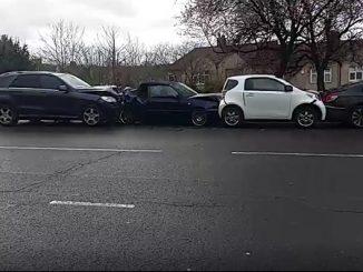 Un întreg cârnat de maşini