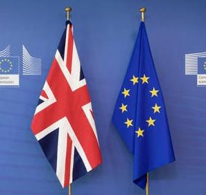 """UE a avertizat în mod repetat că Marea Britanie nu se poate aștepta să beneficieze de acces """"de înaltă calitate"""" la piața europeana dacă insistă să se abată de la standardele sociale și de mediu ale UE."""